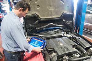 Mercedes Mechanic Diagnosing Issues